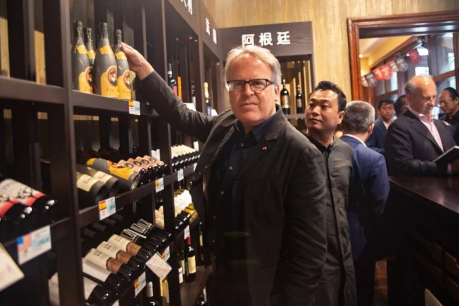"James Suckling durante su participación en ""Great Wine Hall"" organizado por Cofco Wine and Wine y James Suckling en China."